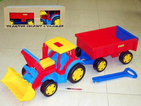 Traktor s l���� a vle�kou Gigant 66300
