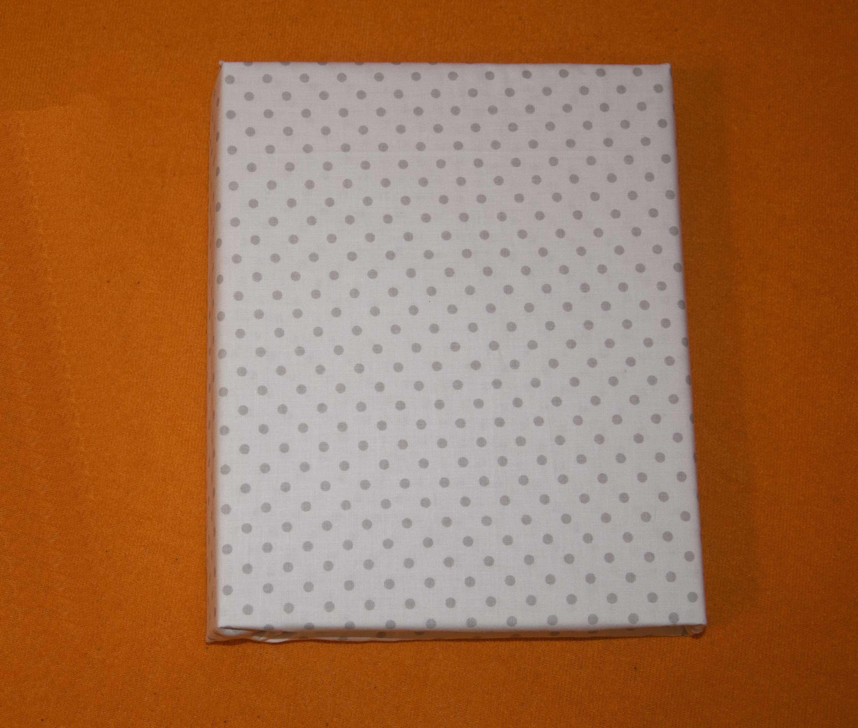 Bavln�n� prost�radlo 120x60 cm b�l� s �ed�mi v�t��mi punt�ky - zv��i� obr�zok