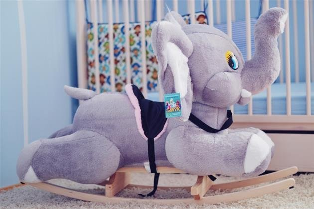Houpac� ply�ov� hra�ka �ed� slon - zv��i� obr�zok